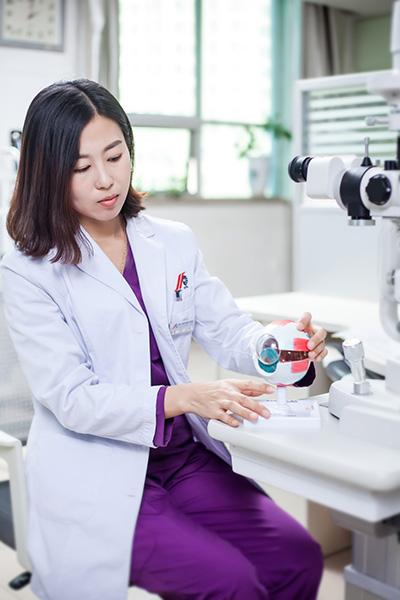 直视下行YAG激光后囊切开术治疗后发性白内障的临床观察