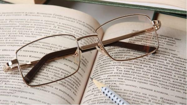 为什么戴上新配的眼镜反而不舒服