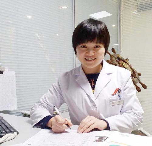 复明医院员工摘镜记,眼科医生也做近视手术